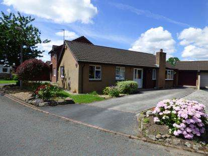 3 Bedrooms Bungalow for sale in Freshfields, Lea, Preston, Lancashire, PR2