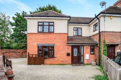 3 Bedrooms End Of Terrace House for sale in Millers Road, Warwick, Warwickshire, .
