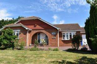 2 Bedrooms Bungalow for sale in Keycol Hill, Bobbing, Sittingbourne, Kent