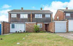 3 Bedrooms Semi Detached House for sale in Avery Way, Allhallows, Rochester, Kent