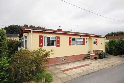 2 Bedrooms Park Home Mobile Home for sale in Holton Heath Park, Poole