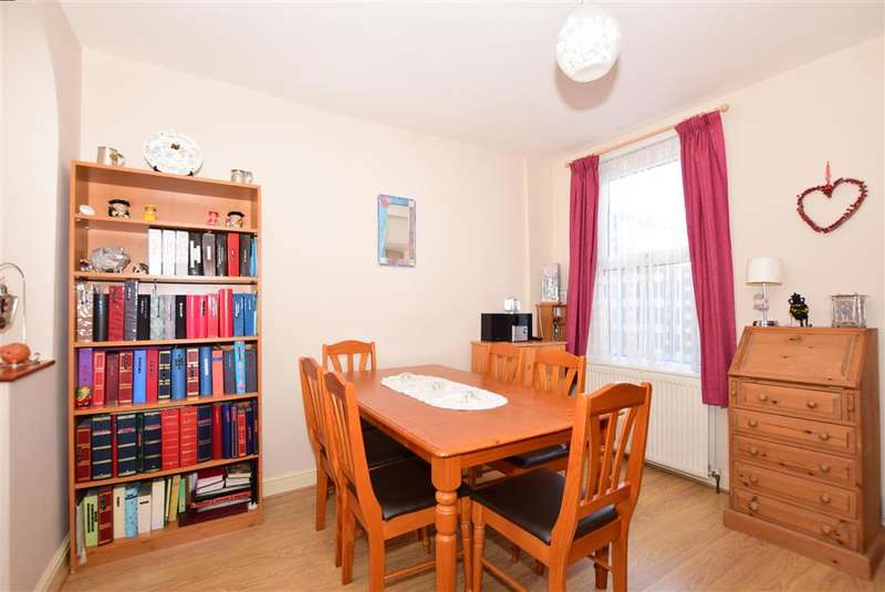 2 Bedrooms Terraced House for sale in St. Davids Road, Ramsgate, Kent