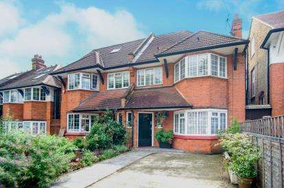 2 Bedrooms Flat for sale in Arundel Gardens, Winchmore Hill, London, .