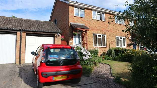 3 Bedrooms Semi Detached House for sale in Speedwell Close, Guildford, Surrey