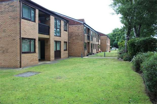 2 Bedrooms Flat for sale in Watchyard Lane, Formby, Liverpool, Merseyside