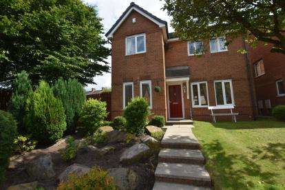 4 Bedrooms Detached House for sale in Spinning Avenue, Guide, Blackburn, Lancashire
