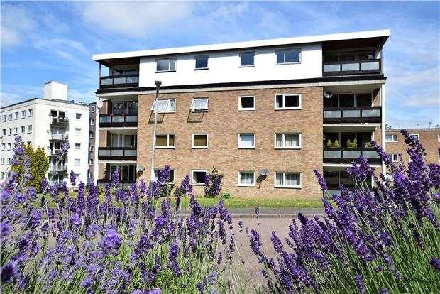 2 Bedrooms Flat for sale in Ferndale Close, TUNBRIDGE WELLS, Kent, TN2 3RS