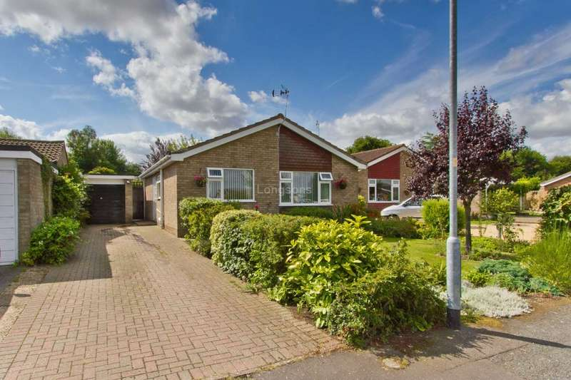 2 Bedrooms Detached Bungalow for sale in St Andrews Close, Holme Hale