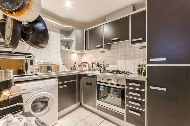 3 Bedrooms Flat for sale in Sail Court, Royal Docks, E14