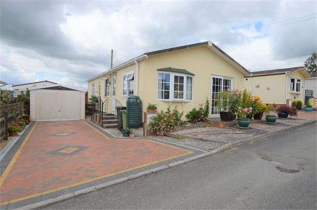 2 Bedrooms Park Home Mobile Home for sale in The Avenue, Buckingham Orchard, Chudleigh Knighton, Chudleigh, Devon. TQ13 0QP