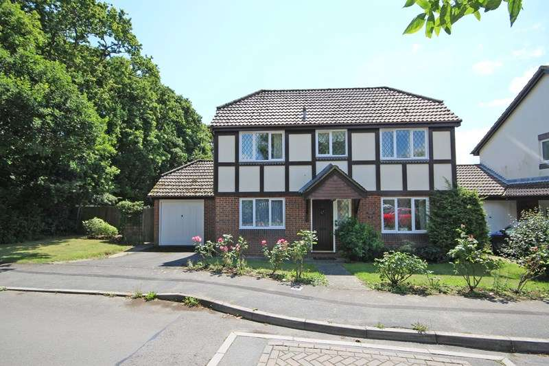 3 Bedrooms Detached House for sale in Doe Copse Way, New Milton