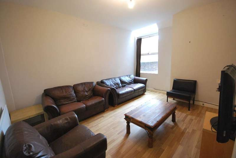 7 Bedrooms Terraced House for sale in Fortuna Grove, Fallowfield, Manchester, M19 2BP