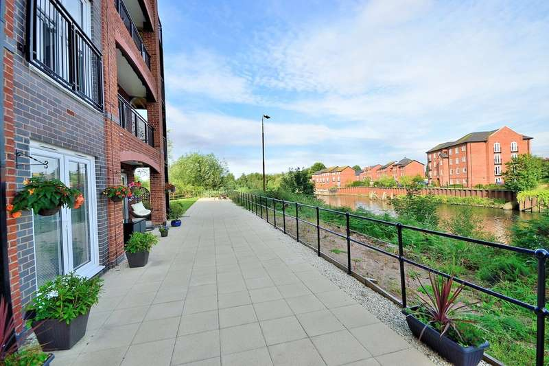 2 Bedrooms Ground Flat for sale in Lulworth Place, Warrington