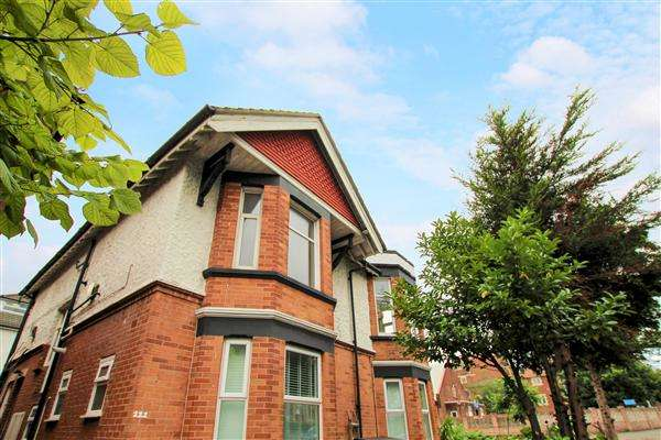 2 Bedrooms Maisonette Flat for sale in Charminster Road, Bournemouth