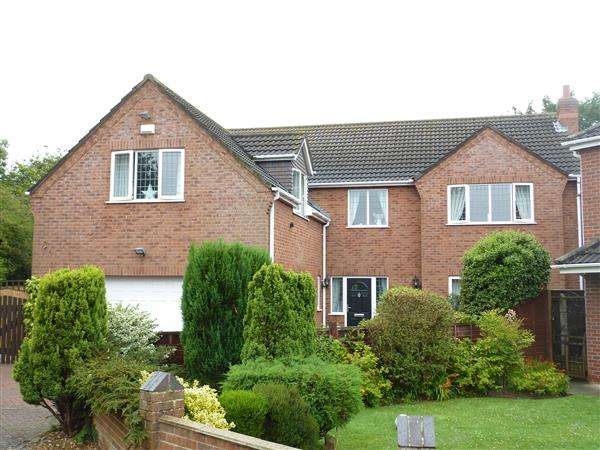 5 Bedrooms Detached House for sale in BRAMBLE WAY, CLEETHORPES