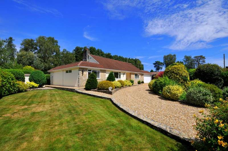 3 Bedrooms Detached Bungalow for sale in Bushmead Drive, Ashley Heath, Ringwood, BH24 2HU