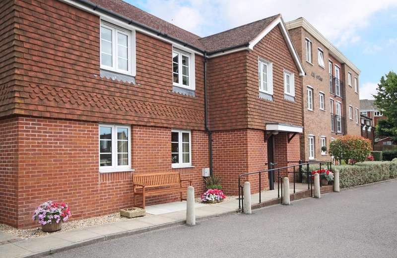 2 Bedrooms Flat for sale in Jubilee Court, High Street, Billingshurst, RH14