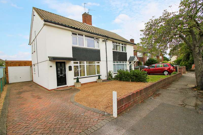 3 Bedrooms Semi Detached House for sale in Muncaster Road, Ashford, TW15