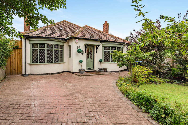 4 Bedrooms Detached Bungalow for sale in Thornfield Road, Middlesbrough, TS5