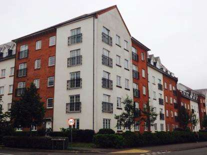 2 Bedrooms Flat for sale in Greenings Court, Warrington, Cheshire