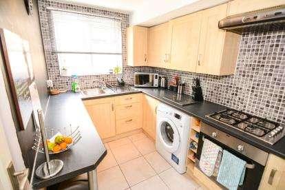 2 Bedrooms Bungalow for sale in Basildon, Essex