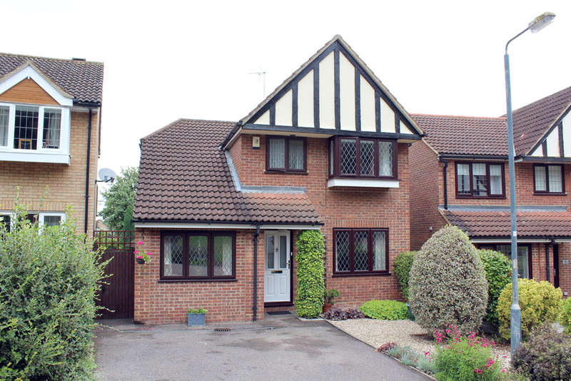3 Bedrooms Detached House for sale in The Brambles, Royston