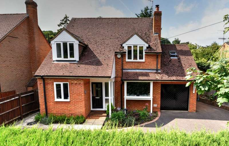 4 Bedrooms Detached House for sale in Marlow Bottom, Marlow