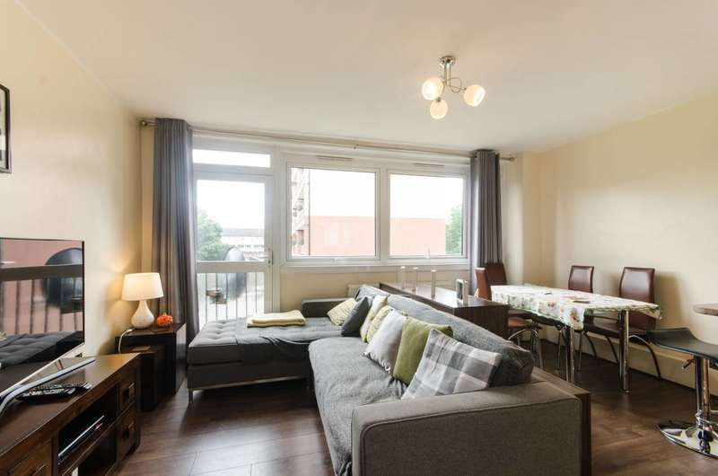 3 Bedrooms Flat for sale in Merrow Court, Mitcham, CR4