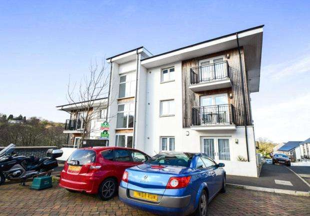 2 Bedrooms Flat for sale in Tamworth Close, Ogwell, Newton Abbot, Devon