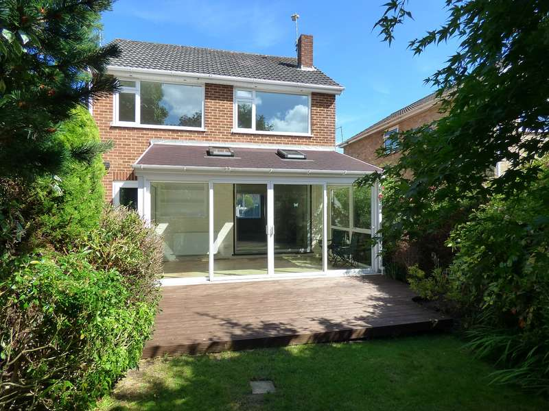 3 Bedrooms Detached House for sale in RECENTLY REFURBISHED THREE DOUBLE BEDROOM DETACHED HOUSE - NO FORWARD CHAIN