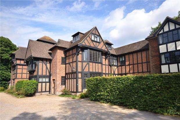 2 Bedrooms Apartment Flat for sale in Tudor Hall, Branksome Park Road, Camberley