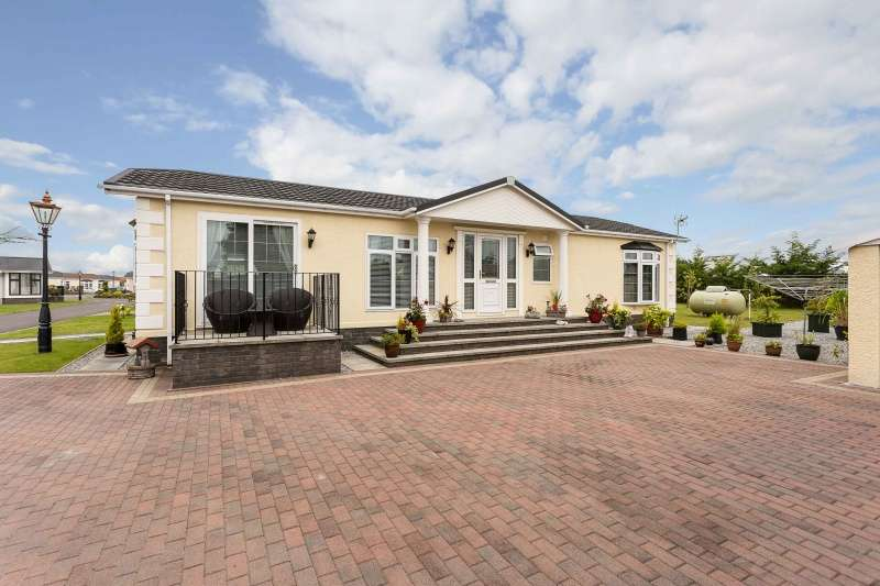 2 Bedrooms Park Home Mobile Home for sale in The Downs, Barry, Carnoustie, Angus, DD7 7SA