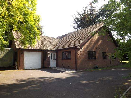 3 Bedrooms Bungalow for sale in Fleet, Hampshire