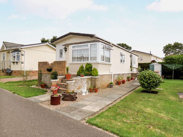 2 Bedrooms Park Home Mobile Home for sale in Lion House Park, Hailsham, BN27