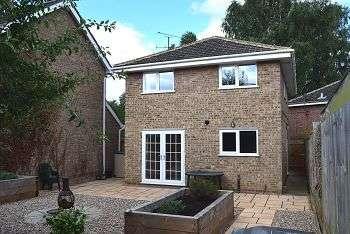 4 Bedrooms House for rent in Selston Walk, Northampton, Northamptonshire, NN3 3EL
