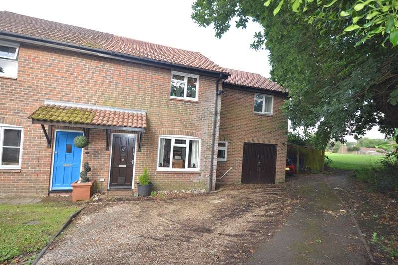 4 Bedrooms Semi Detached House for sale in The Rampart, Lymington