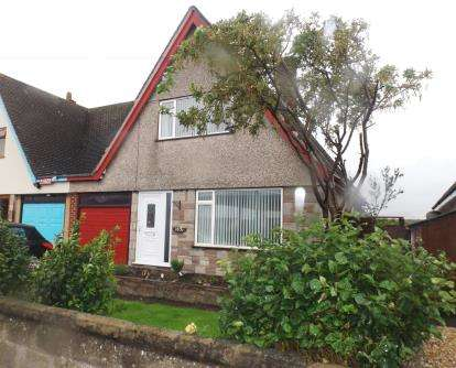 2 Bedrooms Bungalow for sale in Victoria Road, Prestatyn, Denbighshire, LL19