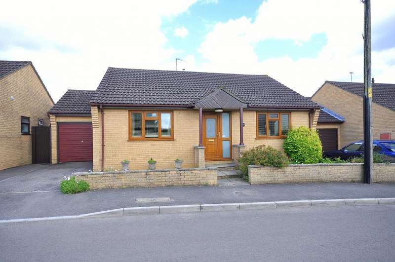 3 Bedrooms Detached Bungalow for sale in Lumby Drive, Ringwood, BH24 1JJ