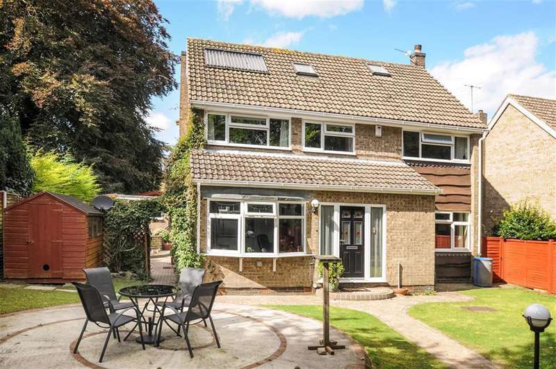 4 Bedrooms Detached House for sale in Station Road, Tadcaster, LS24 9JR