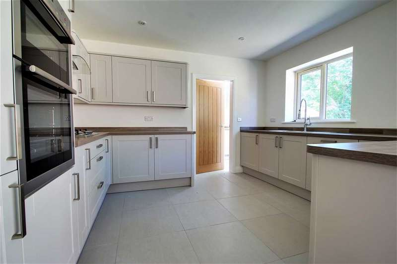 3 Bedrooms Bungalow for sale in Westfield Drive, North Greetwell, Lincoln