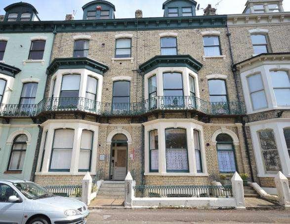 2 Bedrooms Apartment Flat for sale in Carlton Terrace, Scarborough, North Yorkshire YO11 2DE