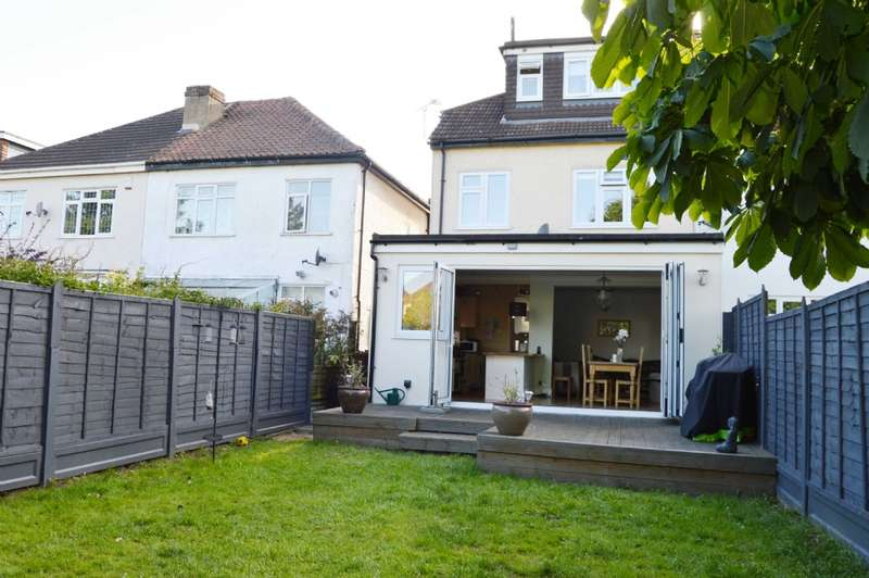 4 Bedrooms Semi Detached House for sale in Clive Road, Romford