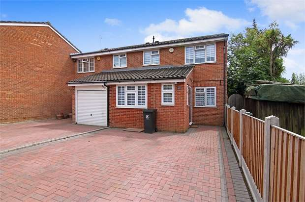 3 Bedrooms Semi Detached House for sale in Swans Hope, Loughton, Essex