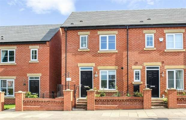 3 Bedrooms Semi Detached House for sale in Plank Lane, Leigh, Lancashire