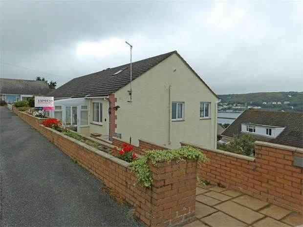 5 Bedrooms Semi Detached House for sale in 8 Bryn Gomer, Fishguard, Pembrokeshire