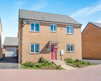 3 Bedrooms Detached House for sale in Hercules Way, Cardea, Peterborough, Cambridgeshire