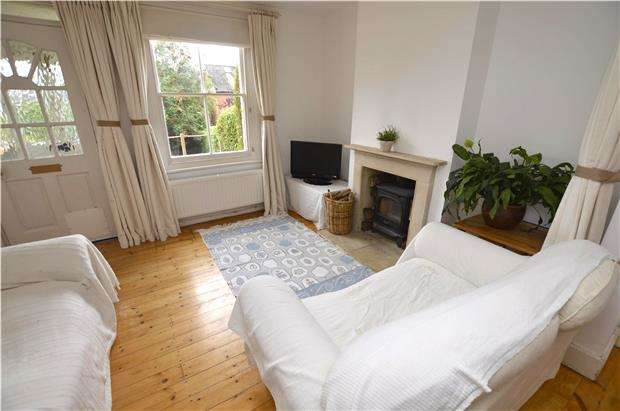 2 Bedrooms Terraced House for sale in Horns Road, Stroud, Gloucestershire, GL5 1EB
