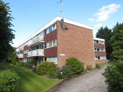 2 Bedrooms Flat for sale in Sawyers Hall Lane, Brentwood, Essex