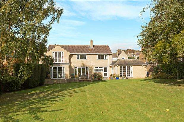 4 Bedrooms Detached House for sale in South Lawn, Southam Lane, Southam, CHELTENHAM, Gloucestershire, GL52 3NY
