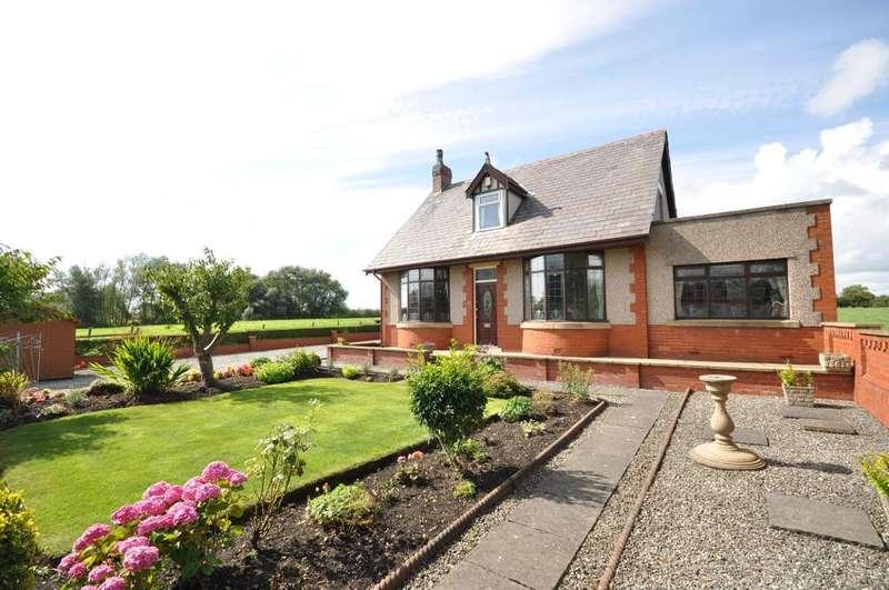 2 Bedrooms Detached Bungalow for sale in Lytham Road, Warton, Preston, Lancashire, PR4 1AH